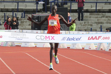 Titus Ekiru wins the Mexico City Marathon (Victah Sailer)