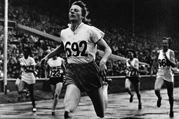 Fanny Blankers-Koen 200m Gold London Olympics 1948 ()