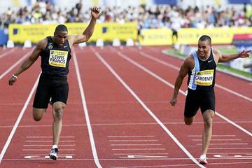 Jason Gardener holds off Mark-Lewis Francis in the 100m final in Manchester (Getty Images)