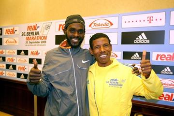 Duncan Kibet with Haile Gebrselassie at the Berlin Marathon press conference (Victah Sailer)