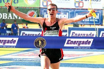 Leonid Shvetsov wins the 2007 Comrades Marathon, 17 June 2007 (AFP / Getty Images)