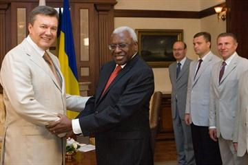 IAAF President Lamine Diack receives the Order of Merit I Class from President of Ukraine Viktor Yanukovych (Office of the President of Ukraine)
