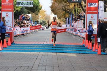 Felix Kimutai wins the 2018 Istanbul Marathon (Organisers)