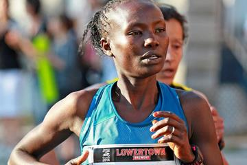 Mary Keitany wins at the 2014 Ottawa 10k (organisers / Victah Sailor)