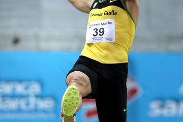Fabrizio Donato improves his indoor best to 8.03m in Ancona (Giancarlo Colombo)