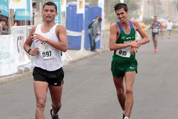 Erick Barrondo and Caio Bonfim at the 2015 Pan American Race Walking Cup (Mindep Arica y Parinacota)