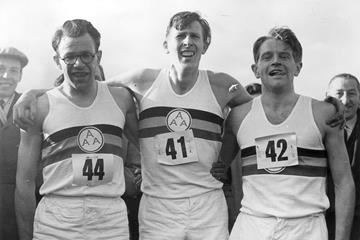 Sir Roger Bannister with Chris Brasher (left) and Christopher Chataway (right) (Getty Images)