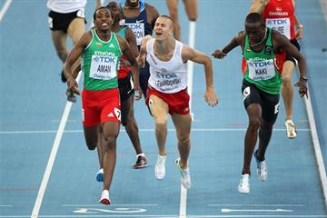 Mohammed Aman out-sprints Marcin Lewandowski and Abubaker Kaki in the 800m semi final (Getty Images)