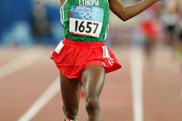Kenenisa Bekele of Ethiopia wins the Olympic 10,000m final (Getty Images)