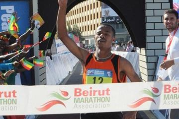 Pacemaker Mohamed Temam hangs on to win the 2010 Beirut Marathon (Beirut Marathon Association)