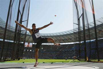 The USA's Ashton Eaton launches the discus in the Decathlon Discus Throw at the 12th IAAF World Championships in athletics (Getty Images)