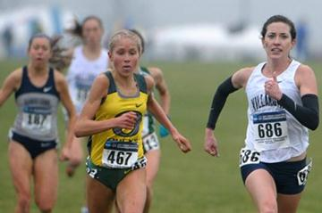 Sheila Reid (r) battling Jordan Hasay in the waning stages of the NCAA cross country championships. Reid prevailed by less than a second to defend her title. (Kirby Lee)