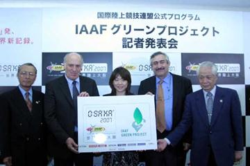 IAAF Green Project launch - l to r: Vice President of the JAAF, Koji Sakurai; IAAF Vice-President Helmut Digel; Olympic champion Naoko Takahashi; IAAF General Secretary Pierre Weiss; General Secretary of Local Organising Committee for Osaka 2007, Hiromasa (c)