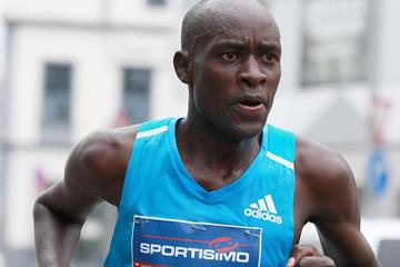Peter Kirui leading the Sportisimo Prague Half Marathon (VIctah Sailer for Sportisimo Prague Half Marathon)