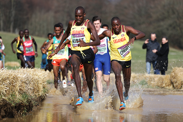 Uganda's Samuel Kibet and Dan Chebet lead the U20 men's race at the IAAF/Mikkeller World Cross Country Championships Aarhus 2019 (Getty Images)