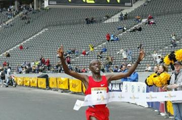 Paul Kosgei sets 25km World record in Berlin (Live-Sportphotos.com)