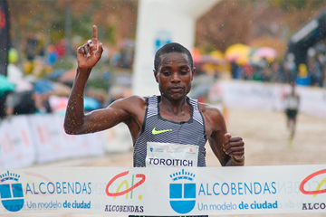 Timothy Toroitich winning the 2016 Cross Internacional de la Constitucion in Alcobendas (Fundación ANOC)