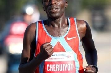 Evans Cheruiyot en route to his win in Chicago (Victah Sailer)