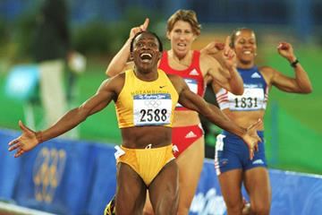 Maria Mutola winning the 2000 Olympic Games 800m title (Getty Images)