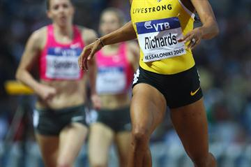 Sanya Richards puts in a late kick to win the women's 400m (Getty Images)