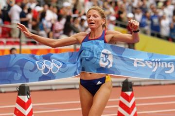 Constantina Tomescu-Dita crosses the finish line to become the Olympic marathon champion (Getty Images)