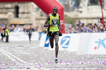 Jonah Kipkemoi Chesum wins the Barcelona Marathon (AFP / Getty Images)