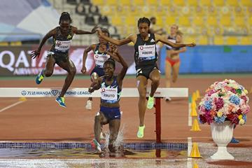 Norah Jeruto leads the 3000m steeplechase at the Wanda Diamond League in Doha (Getty Images / AFP)