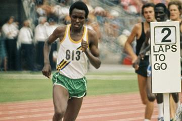 Filbert Bayi en route to the world record in the 1500m at the 1974 Commonwealth Games in Christchurch, New Zealand (Getty Images)