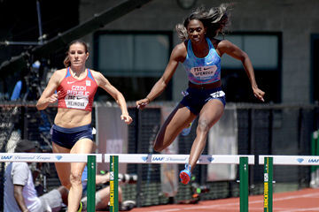 Ashley Spencer on her way to winning the 400m hurdles at the IAAF Diamond League meeting in Eugene (Kirby Lee)