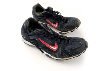 Paula Radcliffe's spikes from the 2001 World Cross Country Championships in Ostend ()