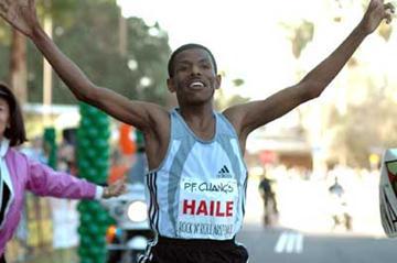 Haile Gebrselassie wins the P.F. Chang's Rock 'n' Roll Arizona Half-Marathon in Phoenix in a World record (Elite Racing)