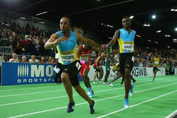 Chris Brown takes the baton for The Bahamas in the 4x400m at the IAAF World Indoor Championships Portland 2016 (Getty Images)