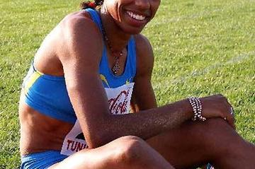 Yamile Aldama of Sudan after winning the Triple Jump at the 2005 Arab Championships (Slim Gomri)