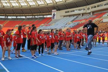 Mike Powell gives a Master Class to Moscow kids ahead of the 2013 Moscow Challenge meeting (Moscow 2013 LOC)