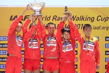 Chinese celebrate winning team gold in the men's 50km race walk in Chihuahua (Getty Images)