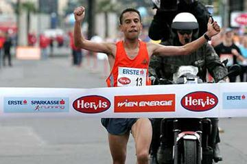 Morocco's Lahoucine Mrikik wins in Vienna (Victah Sailer)