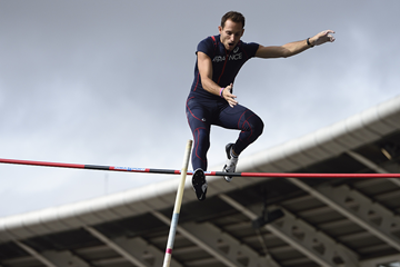 French pole vaulter Renaud Lavillenie in action at the Charlety Stadium in Paris (AFP / Getty Images)