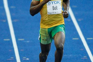 World Record holder Usain Bolt of Jamaica cruises through his 200m semi-final at the 12th IAAF World Championships in Athletics (Getty Images)