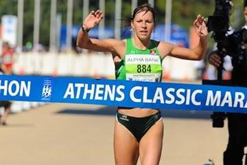 Rasa Drazdauskaite wins the 2010 Athens Classic Marathon (Bruce Wodder)
