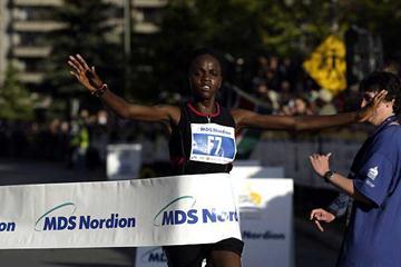 Grace Momanyi of Kenya wins the Ottawa 10km in 31:24 (Victah Sailer)