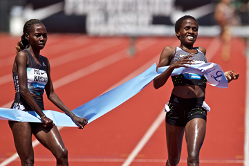 Ruth Jebet wins the 3000m steeplechase from Hyvin Kiyeng at the IAAF Diamond League meeting in Eugene (Getty Images)