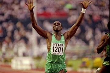 Samuel Matete (ZAM) wins the 1991 World 400m Hurdles title (Getty Images)