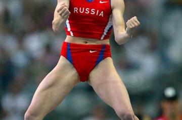 Svetlana Feofanova celebrates winning the women's pole vault (Getty Images)