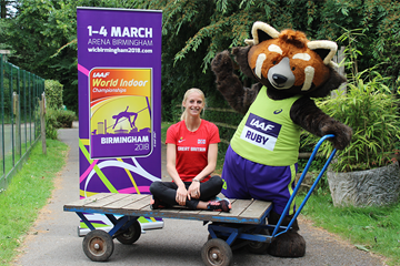 Hannah England with Ruby the Red Panda, the mascot for the IAAF World Indoor Championships Birmingham 2018 (LOC)