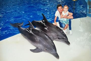 Anna Chicherova and her daughter Nika at the Sochi Dolphinarium (Anna Chicherova)