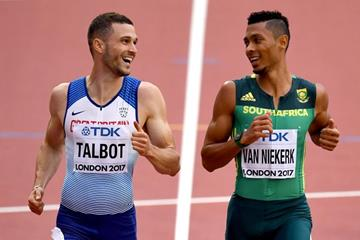 Daniel Talbot and Wayde van Niekerk in the 200m heats at the IAAF World Championships London 2017 (Getty Images)