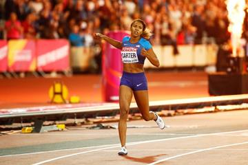 Kori Carter winning the 400m hurdles at the IAAF World Championships London 2017 (Getty Images)