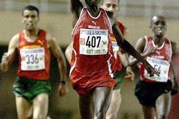 Rwanda's Dieudonné Disi wins the 10,000m in Niger - Francophone Games (AFP/Getty Images)