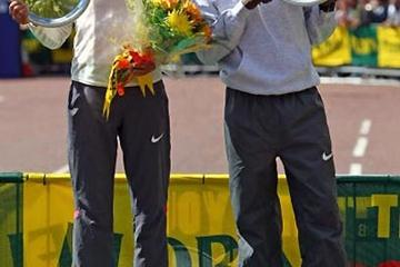 Irina Mikitenko and Sammy Wanjiru with trophies after their 2009 Flora London Marathon victories (Getty Images)