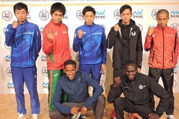 Athletes at the Fukuoka Marathon press conference. At front: defending champion Yemane Tsegaye and Stephen Kiprotich (Ken Nakamura)